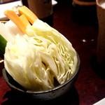 はん亭 - 大切りのキャベツ、生野菜スティック