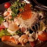 11510028 - やまと流お刺身たっぷり和風海鮮サラダ(880円)