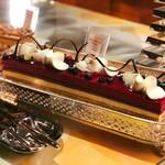 ソマーハウス - バニーカシス@唯一の酸味系ケーキ。はっきりとしたカシスのアクセントは秋フェアにマスト