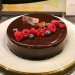 ソマーハウス - デリスショコラ@チョコグラサージュが美しい、ジェノワーズからクリームまですべてチョコのケーキ