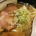 翔鶴 - 雲吞とチャーシュー拡大(塩雲吞麺)