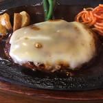 ハンバーグ支倉 - 料理写真:チーズハンバーグ アップ