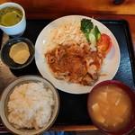 おおはし - ロースしょうが焼定食  (850円) ※ジャンポケ斉藤、ギャル曽根、宮本のサインがぁ~※