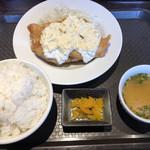 五代目らーめん処 まるは商店 - チキン南蛮定食780円 鶏自体は旨い!だがそれ以外はぬぅ…。
