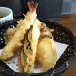 亀八庵 - ランチメニュー ランチ天せいろの天ぷら (玉葱・ブロッコリー・舞茸・なす・海老)