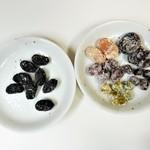 木村屋 谷口商店 - 左:丹波大黒大豆 右:ミックス豆