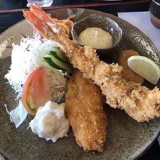 越路浜食堂 - 料理写真:地域名の入った越路浜定食