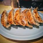 悟空 - シソ餃子!私はシソ自体得意ではないのですが餃子だと美味く感じます。