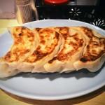 悟空 - ジャンボ餃子!普通の餃子に比べれば多少大ぶり。