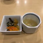 asakusatempuraaoimarushin - 小鉢(大根の煮物)とお漬物