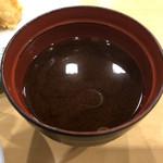 asakusatempuraaoimarushin - 赤だし・・・具がほとんどない!+200円でシジミの追加は絶対必要です。