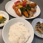 桂花飯店 - 酢豚の定食。
