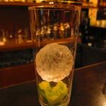 英国屋 - これより小さいコリンズグラスの氷も削っているそうです
