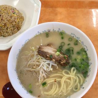 A-Zスーパーセンター フードコート・レストラン - 料理写真:半チャンセット 520円
