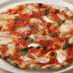 ピアットロッソ - 薪窯焼きのローマタイプのピッツァ