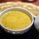 ブルガズ アダ - ケールと丸鶏のスープ(カララハナ?)