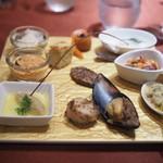 ブルガズ アダ - メゼ厨房から 前菜の盛り合わせ