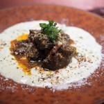 ブルガズ アダ - ヒュンキャンベーエンディ(皇帝のお気に入り) 仔羊ロースの煮込み べシャメルソース