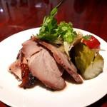 115155641 - 大山地鶏 霧島豚の焼き物、くらげ 野菜の酢漬け