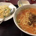 中華居酒屋 香香 - 坦々麺と炒飯  880円