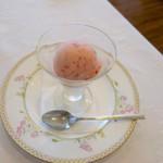 カフェ&レストラン ベーシック - イチゴのシャーベット