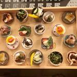 kozaragashuyaku-oshiriiesu -              要予約の名物メニュー《箱入り娘》             小皿の前菜盛り合わせ