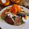 サンク - 料理写真:具だくさんの美食家サラダ 1800円