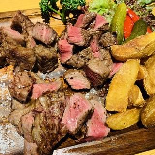 極上唐津産佐賀牛の希少部位赤身肉専門の肉バル。