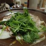 地酒の宿 中村屋 - 上州豚柳川鍋なのに、玉子を入れずにそのまま煮ちゃいました。