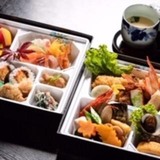 大海老フライが人気の豪華二段重など、種類豊富な仕出し弁当も!