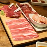 Kadoushijukuseiyakinikutokurafutobiru - 焼肉コース(5,400円)の『焼肉6品盛り合わせ』2019年8月