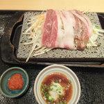 石焼ステーキ 贅 - 平日夜20食限定、薄切り和牛ロース蒸し焼き