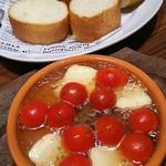 115192872 - チェリートマトとカマンベールチーズのアヒージョ  790円