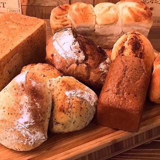 ここでしか食べられない本格自家製パンはおかわり自由♫