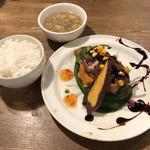 中華バルSAISAI。 - ごはん、スープ、地鶏の中華風グリル
