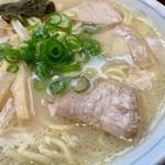 岡本中華 - 徳島ラーメン白系。