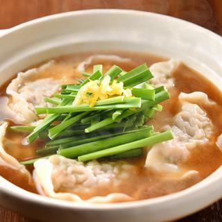 こだわりのスープで味わう鍋からデザートまで、逸品料理も様々◎
