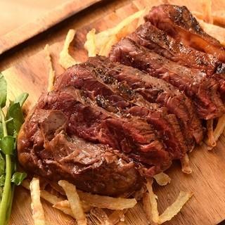ジューシーな馬肉をお腹いっぱい味わえるグリルステーキ!