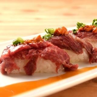 ウニク寿司4貫880円、飲み会の締めにピッタリ!
