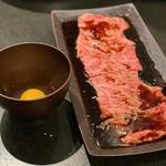 板前焼肉 赤と霜 - すき焼きサーロイン 烏骨鶏卵