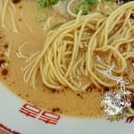 博多金龍 - 麺の感じ