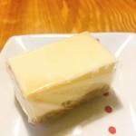 御菓子 花岡 - 胡桃の醍醐味  1個180円