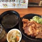 韓丼 - カルビ丼ミニとおしんこセット 520円(税込)