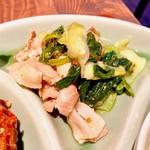 ピンク・エレファント - ポークと青菜の辛味オイスター炒め
