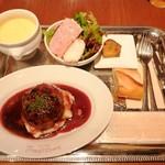 115230619 - 牛肉のハンバーグ 赤ワインソース