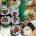 玄海鮨 - 竹にぎり+鉄火巻  一個食べてます