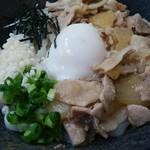 色葉うどん - 温玉肉ぶっかけ(650円)