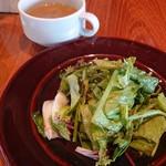 ロイヤル ガーデン カフェ - ランチのサラダとスープ