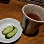 焔蔵 - 冷たいそば茶ときゅうりの漬物