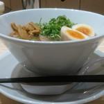 115251419 - 麺や HH @西葛西 えいちつー麺 横からの眺め